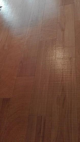 Detalle de Pocelánico imitación madera